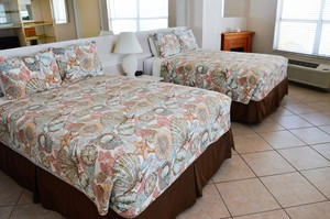 OCEAN FRONT STUDIO - w/ Two Queen Beds Photo 4